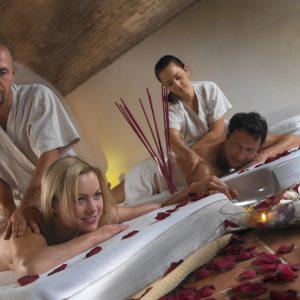 coppia che si sottopone ad un massaggio shatzu esclusiva tips realese: tutti gli utilizzi realese model: si