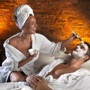 """sala wellness relax con modelli: trattamento maschera viso esclusiva tips; realese: tutti gli utilizzi release model: s"""""""