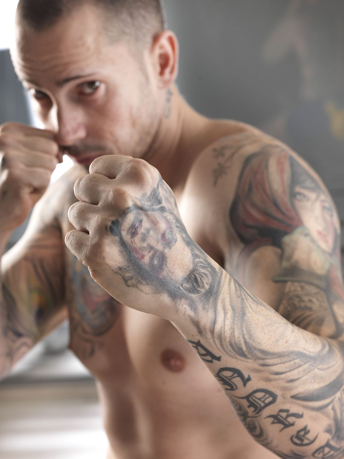 ragazzo tatuato che si allena esclusiva tips